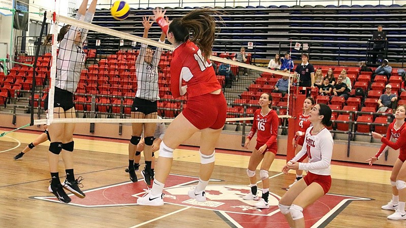 Five Martlets reach double digits as volleyball squad gallops past Gee-Gees again